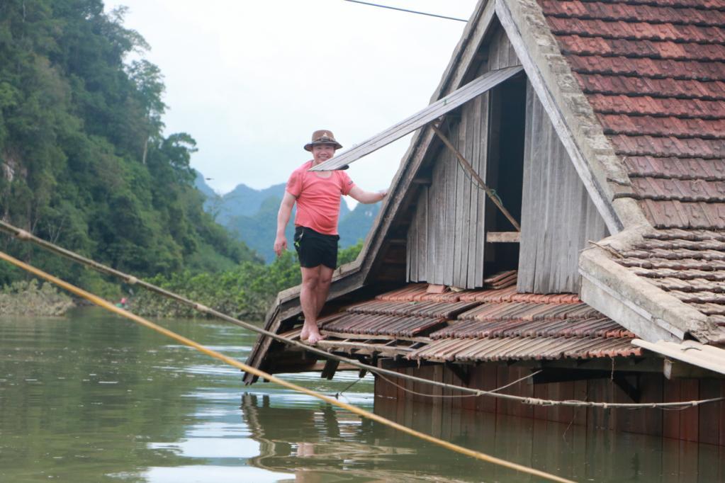 Xót xa những ngôi nhà bị ngập đến nóc ở vùng lũ Quảng Bình Ảnh 18