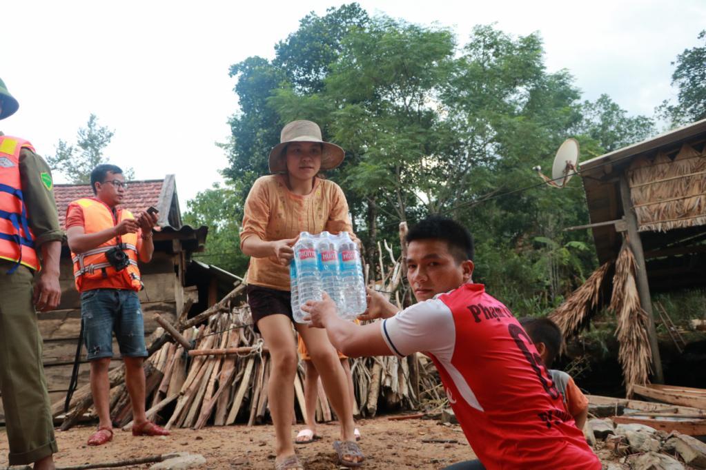 Xót xa những ngôi nhà bị ngập đến nóc ở vùng lũ Quảng Bình Ảnh 17