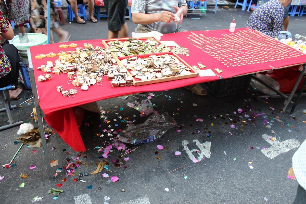 Lộn xộn, nhếch nhác... chợ Trung thu phố Hàng Mã Ảnh 2