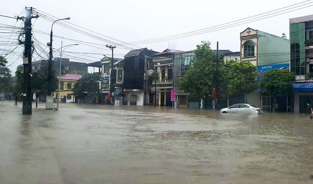TP.Thái Nguyên ngập lụt sau trận mưa lớn Ảnh 1