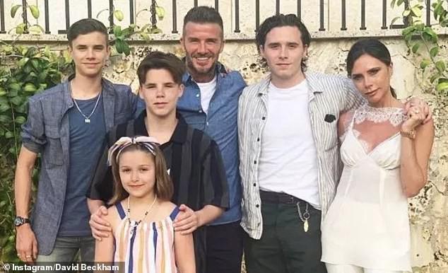 Victoria Beckham: 'Trang điểm giúp tôi thấy tự tin hơn' Ảnh 4
