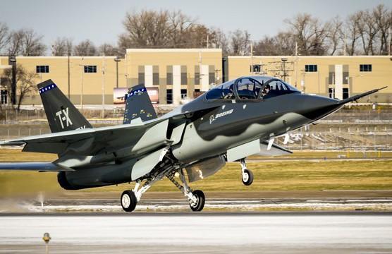 T-7 Red Hawk - trường dạy bay trên không cho phi công chiến đấu cơ F-22 và F-35 Mỹ Ảnh 18
