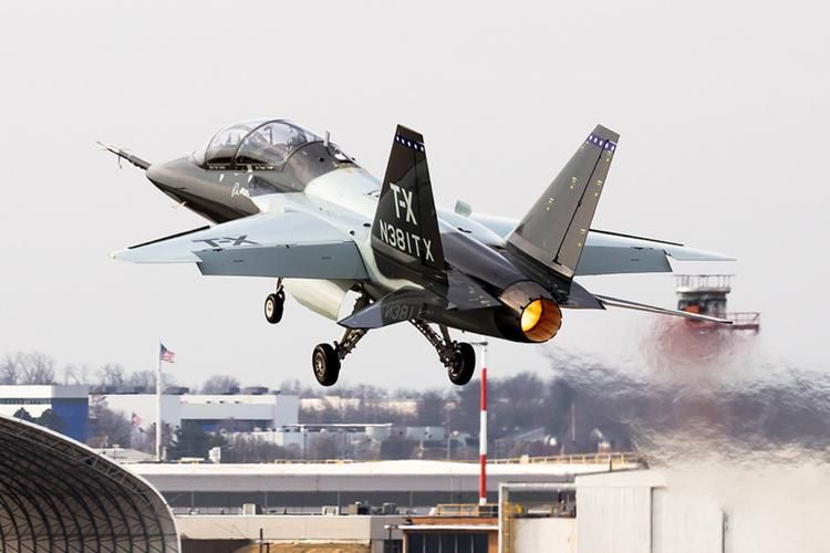 T-7 Red Hawk - trường dạy bay trên không cho phi công chiến đấu cơ F-22 và F-35 Mỹ Ảnh 2
