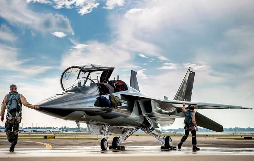 T-7 Red Hawk - trường dạy bay trên không cho phi công chiến đấu cơ F-22 và F-35 Mỹ Ảnh 9