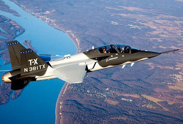 T-7 Red Hawk - trường dạy bay trên không cho phi công chiến đấu cơ F-22 và F-35 Mỹ Ảnh 10