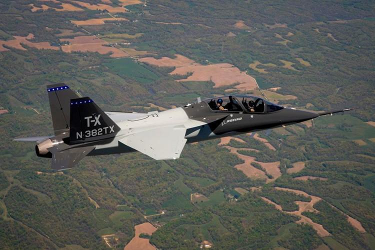 T-7 Red Hawk - trường dạy bay trên không cho phi công chiến đấu cơ F-22 và F-35 Mỹ Ảnh 17