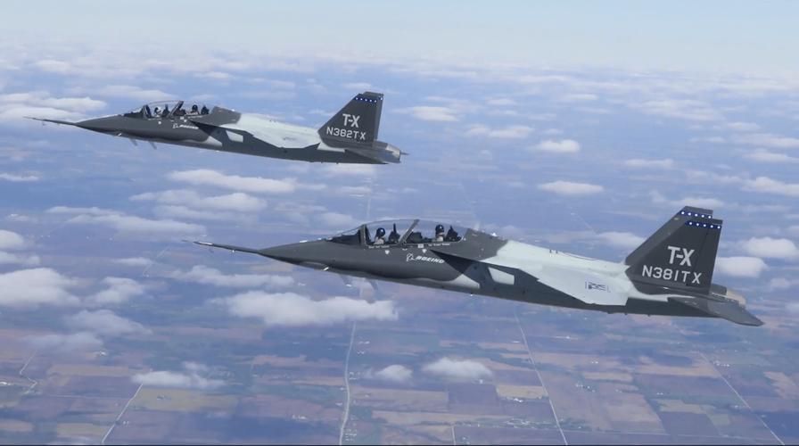 T-7 Red Hawk - trường dạy bay trên không cho phi công chiến đấu cơ F-22 và F-35 Mỹ Ảnh 3
