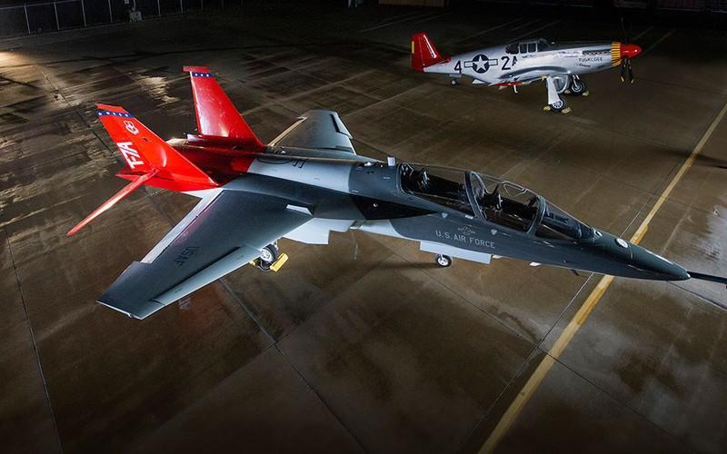 T-7 Red Hawk - trường dạy bay trên không cho phi công chiến đấu cơ F-22 và F-35 Mỹ Ảnh 4
