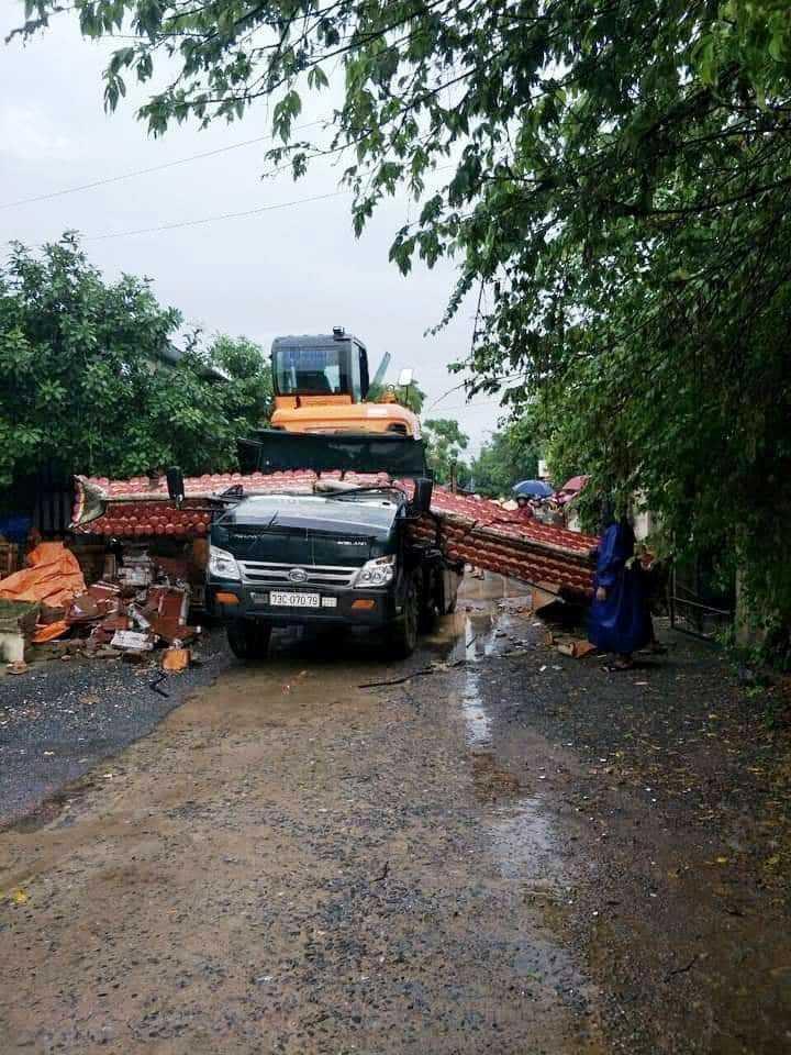 Kéo sập cổng làng, tài xế xe ben tử vong tại chỗ Ảnh 2