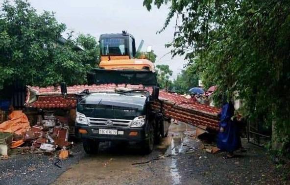 Kéo sập cổng làng, tài xế xe ben tử vong tại chỗ Ảnh 1