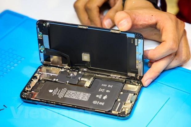 'Mổ xẻ' chiếc iPhone 11 Pro Max màu xanh rêu đầu tiên tại Hà Nội Ảnh 7