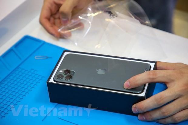 'Mổ xẻ' chiếc iPhone 11 Pro Max màu xanh rêu đầu tiên tại Hà Nội Ảnh 3