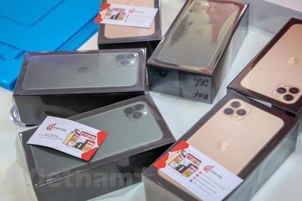 'Mổ xẻ' chiếc iPhone 11 Pro Max màu xanh rêu đầu tiên tại Hà Nội Ảnh 15