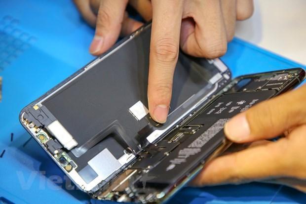 'Mổ xẻ' chiếc iPhone 11 Pro Max màu xanh rêu đầu tiên tại Hà Nội Ảnh 8