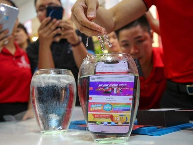 'Mổ xẻ' chiếc iPhone 11 Pro Max màu xanh rêu đầu tiên tại Hà Nội Ảnh 6