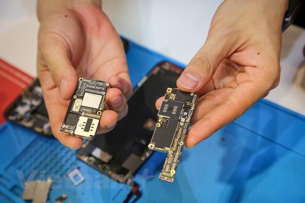 'Mổ xẻ' chiếc iPhone 11 Pro Max màu xanh rêu đầu tiên tại Hà Nội Ảnh 13