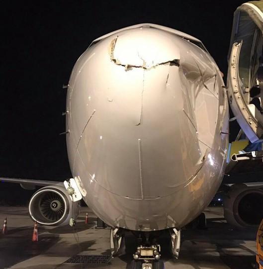 Điều tra vụ máy bay Hàn Quốc bị móp đầu khi hạ cánh tại Tân Sơn Nhất Ảnh 1