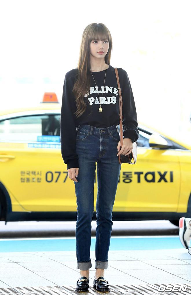 Lisa (Black Pink) khoe vẻ đẹp được ví như búp bê tại sân bay Ảnh 1