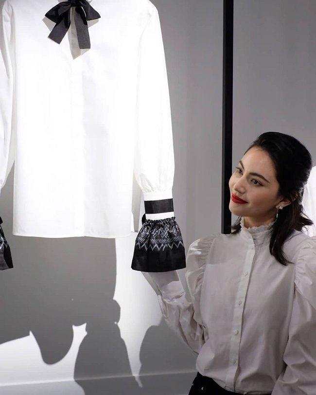 'Ma nữ' Mai Davika đẹp mê hồn trong buổi triển lãm Áo sơ mi trắng tri ân ông hoàng Karl Lagerfeld Ảnh 4