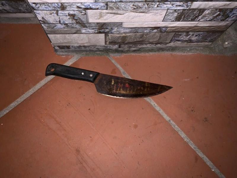 Chồng dùng dao đâm vợ tử vong rồi tự đâm vào người 3 nhát