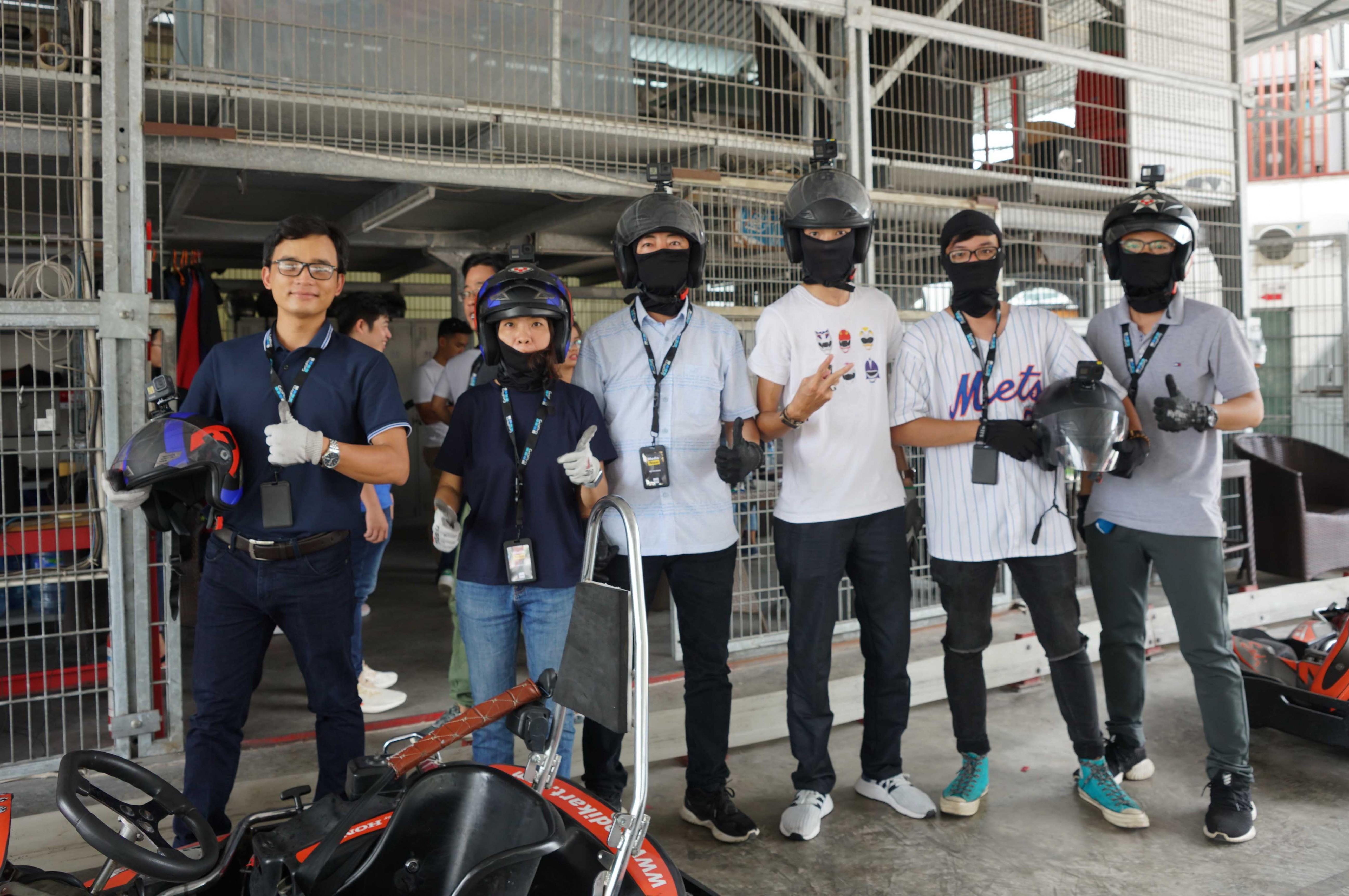 Cuối tuần, giới trẻ Sài Gòn rủ nhau đi đua xe Go-Kart Ảnh 7