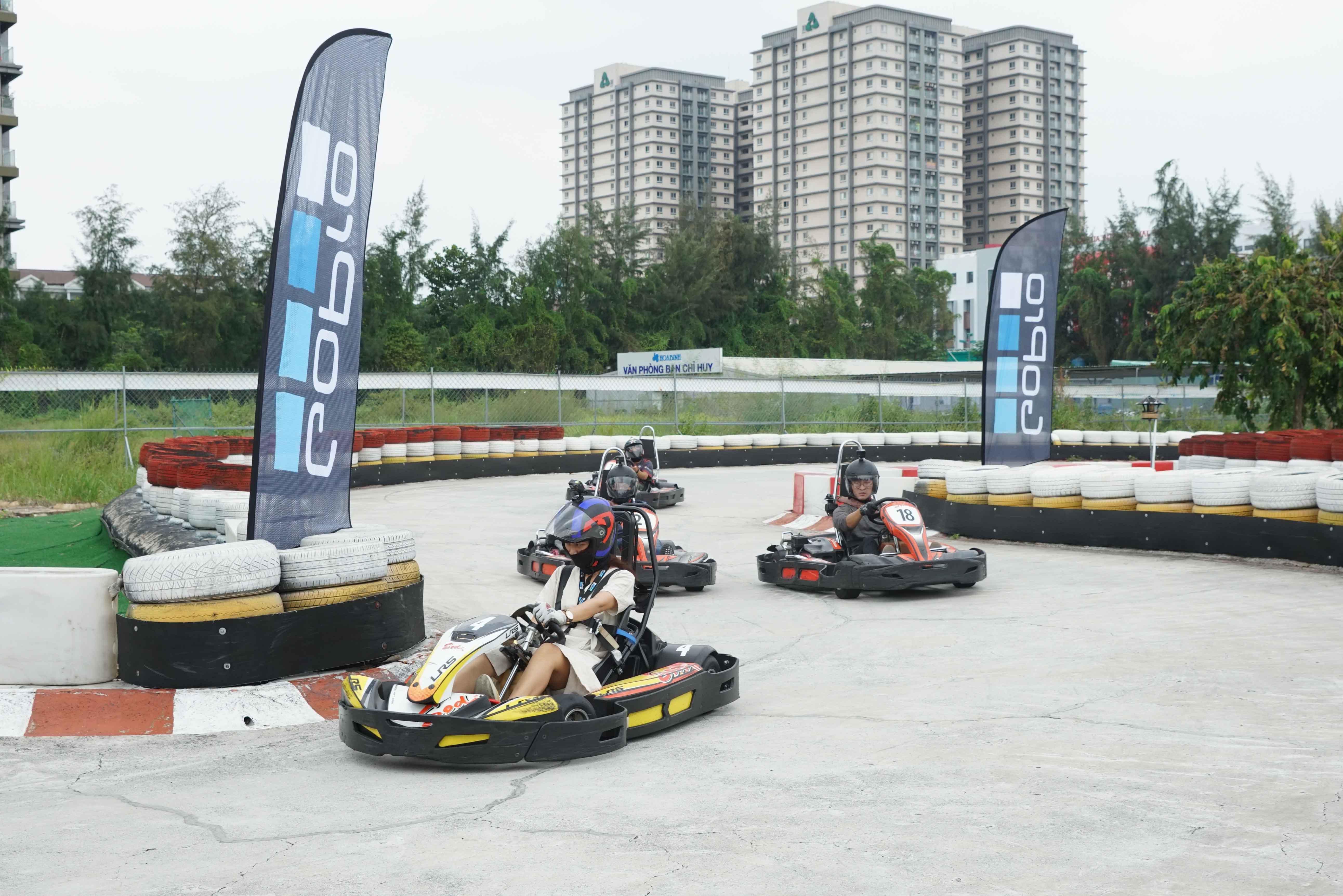 Cuối tuần, giới trẻ Sài Gòn rủ nhau đi đua xe Go-Kart Ảnh 1