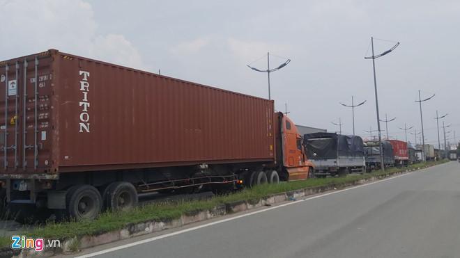 Lật xe trên cao tốc TP.HCM - Trung Lương, quốc lộ kẹt cứng Ảnh 1