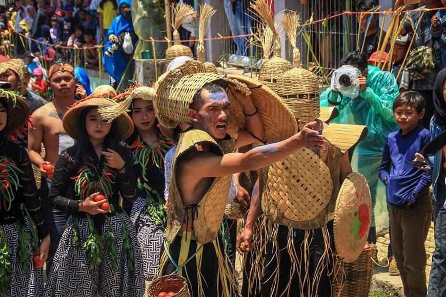 Thích thú với lễ hội 'đại chiến cà chua' ở đất nước Indonesia Ảnh 3