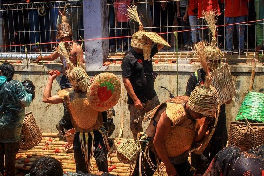 Thích thú với lễ hội 'đại chiến cà chua' ở đất nước Indonesia Ảnh 2