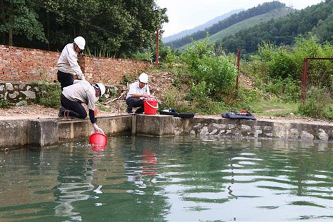 Nước sạch ở Hà Nội nghi nhiễm dầu Ảnh 2
