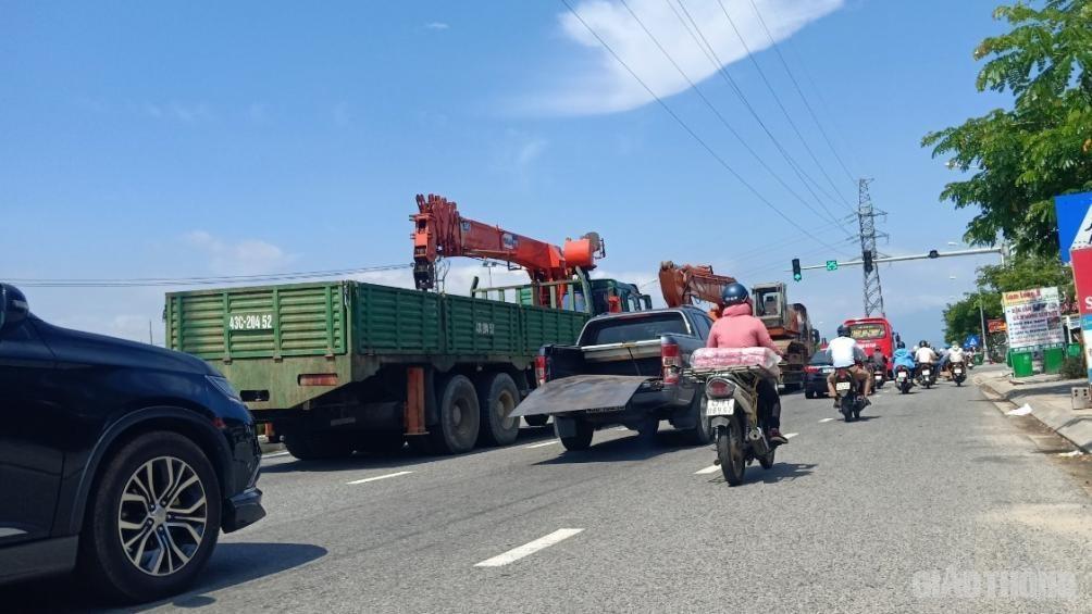 Chủ xe bán tải chở 'máy chém' đánh rơi trên đường: Xin được xử phạt nhẹ Ảnh 1