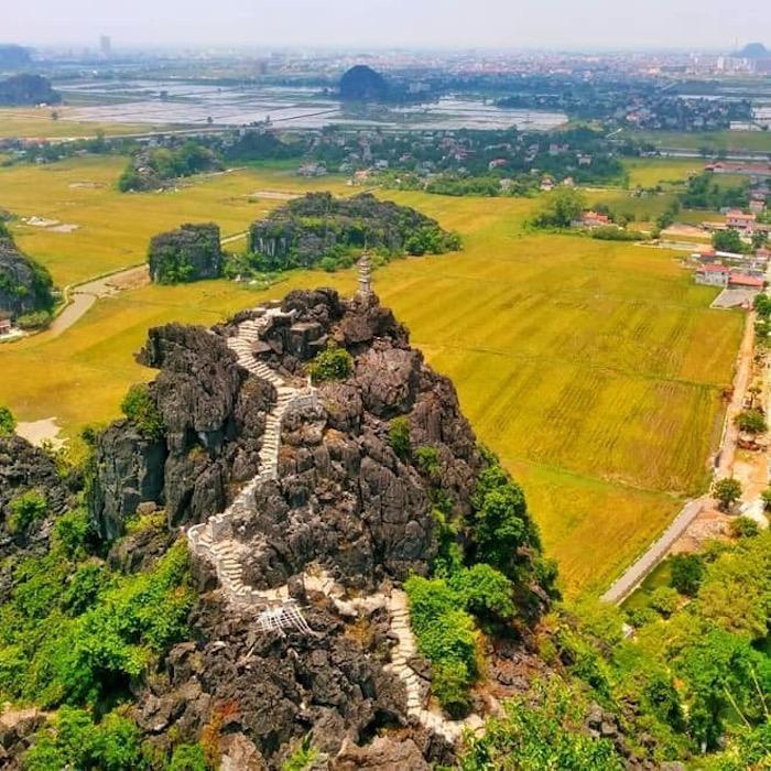Sen nở rộ, lúa trải vàng ở 'thánh địa check-in' đẹp nhất Ninh Bình Ảnh 1