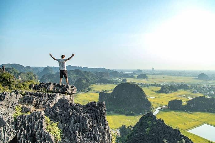 Sen nở rộ, lúa trải vàng ở 'thánh địa check-in' đẹp nhất Ninh Bình Ảnh 8