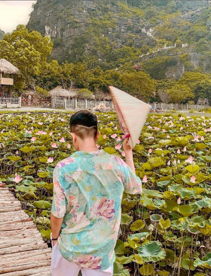 Sen nở rộ, lúa trải vàng ở 'thánh địa check-in' đẹp nhất Ninh Bình Ảnh 4