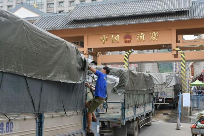 500 xe hàng nông sản ùn ứ tại cửa khẩu Tân Thanh Ảnh 1