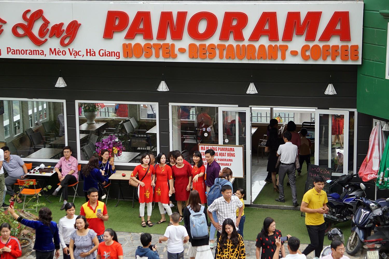 Hàng ngàn du khách 'check in' ở Panorama Mã Pì Lèng giữa lúc đình chỉ hoạt động Ảnh 1