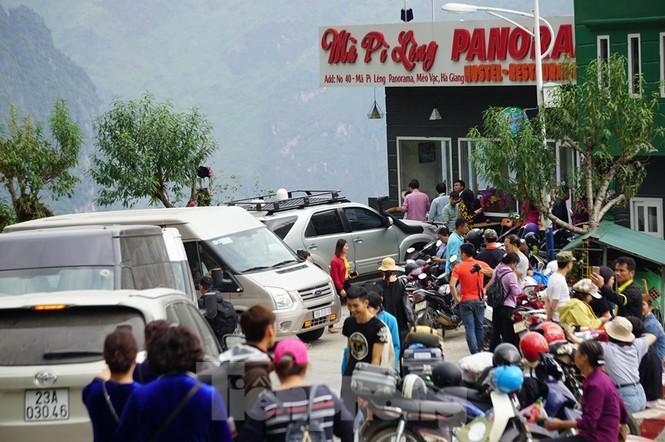 Hàng ngàn du khách 'check in' ở Panorama Mã Pì Lèng giữa lúc đình chỉ hoạt động Ảnh 9