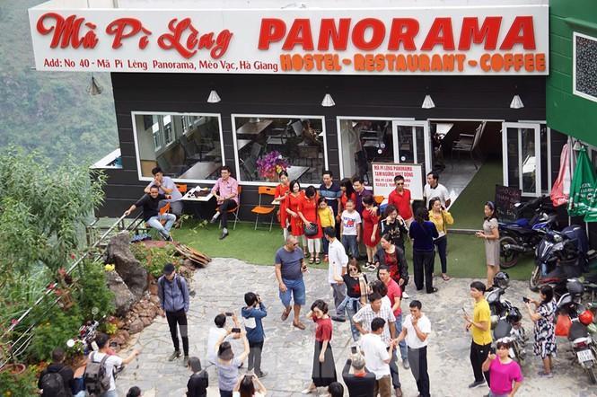 Hàng ngàn du khách 'check in' ở Panorama Mã Pì Lèng giữa lúc đình chỉ hoạt động Ảnh 4