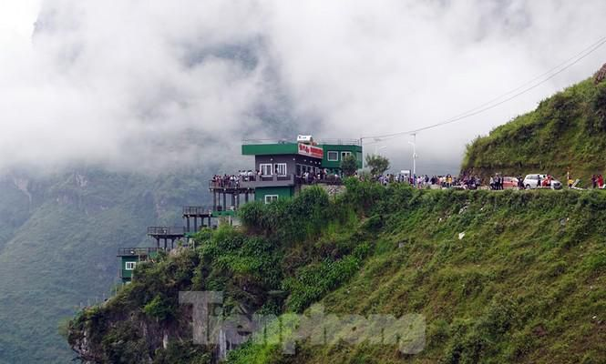 Hàng ngàn du khách 'check in' ở Panorama Mã Pì Lèng giữa lúc đình chỉ hoạt động Ảnh 2