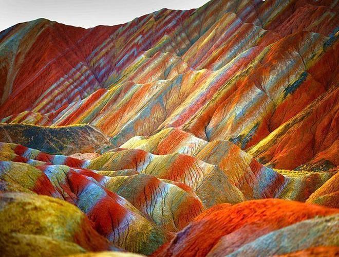 Chiêm ngưỡng ngọn núi 'Cầu vồng' có màu sắc sặc sỡ ở Peru Ảnh 4