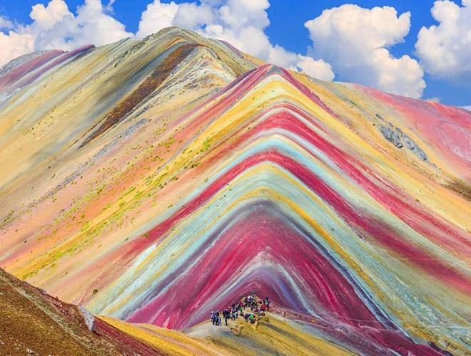 Chiêm ngưỡng ngọn núi 'Cầu vồng' có màu sắc sặc sỡ ở Peru Ảnh 15