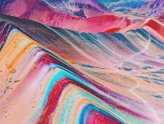 Chiêm ngưỡng ngọn núi 'Cầu vồng' có màu sắc sặc sỡ ở Peru Ảnh 1