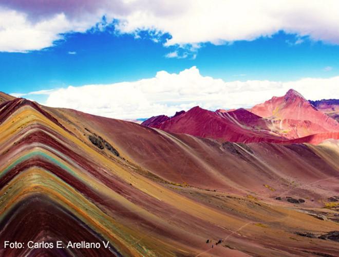 Chiêm ngưỡng ngọn núi 'Cầu vồng' có màu sắc sặc sỡ ở Peru Ảnh 19