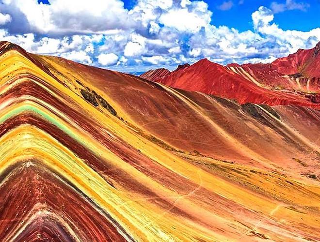 Chiêm ngưỡng ngọn núi 'Cầu vồng' có màu sắc sặc sỡ ở Peru Ảnh 3
