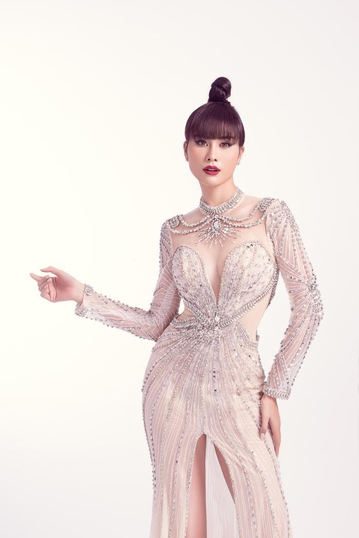 Hoàng Hạnh diện trang phục lấy cảm hứng từ 'Hoa hồng xanh' trong đêm chung kết Miss Earth Ảnh 7