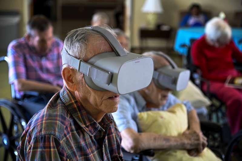 Thực tế ảo đang giúp người già lấy lại những ký ức xưa Ảnh 1