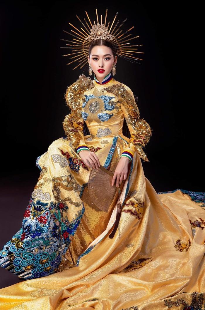 Tường San nhờ fan chọn National Costume: Rồng bay quyền lực hay phượng hoàng rực rỡ? Ảnh 2