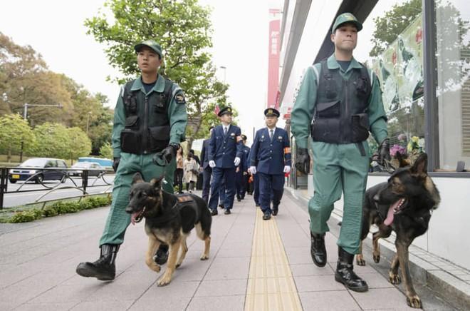 26.000 cảnh sát triển khai cho lễ diễu hành của Nhật hoàng Ảnh 1