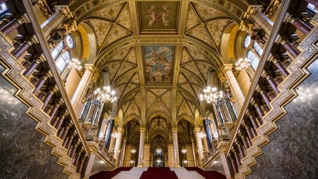 Tòa nhà Quốc hội Hungary có kiến trúc độc đáo nhất thế giới Ảnh 3