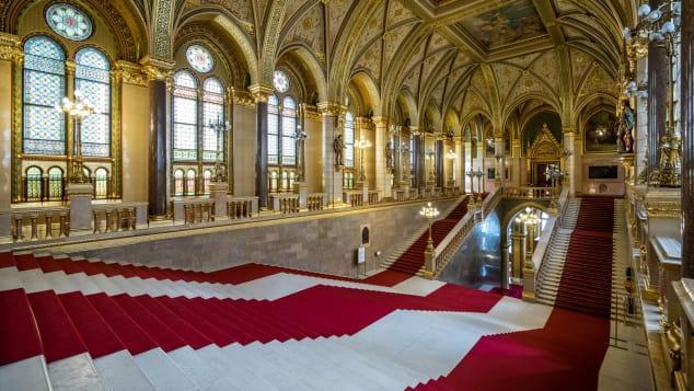 Tòa nhà Quốc hội Hungary có kiến trúc độc đáo nhất thế giới Ảnh 2